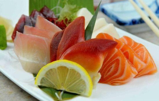 carne e peixe cru