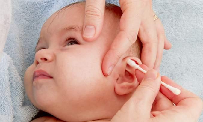 limpar orelha do bebe