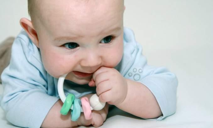 Dente nascendo da febre em bebê 01 - Copia