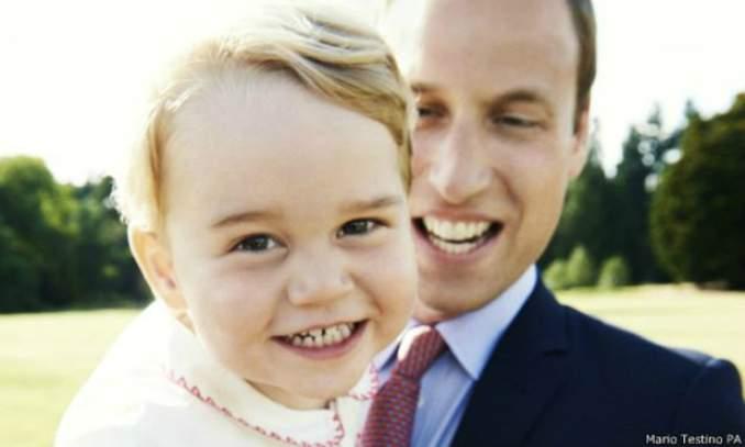 Príncipe George completa dois anos