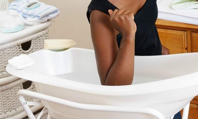Como acalmar o bebê e parar com choro durante o banho 02